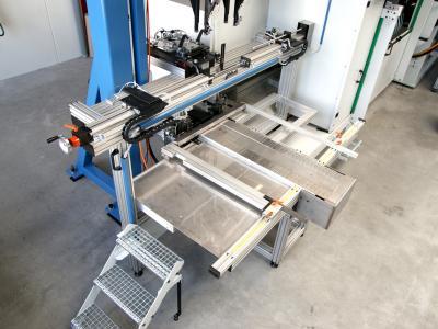 Werkstückzuführung mit Graviermaschine